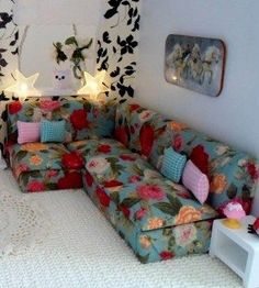 Great beginner project - miniature dollhouse sofa couch from cardboard, form fabric - how to
