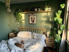 Green Rooms, Bedroom Green, Room Ideas Bedroom, Bedroom Inspo, Zen Bedroom Decor, Nature Inspired Bedroom, Green Bedroom Design, Hippy Bedroom, Bohemian Bedroom Design