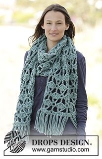 "DROPS Extra 0-1167 - Crochet DROPS scarf with fan pattern and fringes in ""Andes"". - Free pattern by DROPS Design"