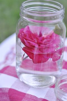 Mason Jar Picnic Ideas centerpiece flower float. Cute addition to any picnic table!
