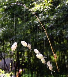 wind chime fishing pole with silverware fish Fish Crafts, Crafts To Do, Silverware Art, Spoon Art, Bamboo Poles, Diy Wind Chimes, Dreamcatchers, Metal Crafts, Garden Crafts