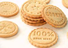 Tieto milé pečiatky na keksíky som si kúpila v Dánsku, potom som si kúpila aj sadu z Tchiba a nakoniec som ďalšie do zbierky dostala aj od nevlastnej sestry Veroni na Vianoce. A keďže Coca Cola, Cupcake, Cookies, Desserts, Food, Basket, Sweet Recipes, Crack Crackers, Tailgate Desserts