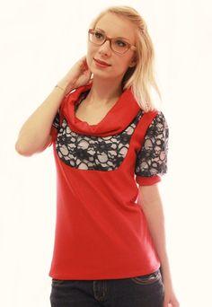 Kurzarm Shirt mit leichten Puffärmeln. Die hochwertige, klassische Spitze mit wunderschönem Blütenmotiv wird mit einem weißen Jersey verstärkt. Das temperamentvolle Rot umarmt die zierliche Spitze....