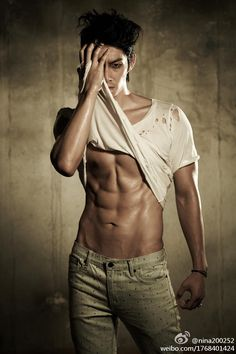 Choi Siwon from Super Junior Hot Korean Guys, Korean Men, Sexy Asian Men, Sexy Men, Vaness Wu, Male Pose Reference, Abs Boys, Choi Siwon, Photography Poses For Men
