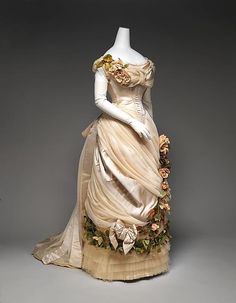 Es impresionante.   Casa de Worth - 1882  Este vestido está en la exposición Impresionismo, Moda y Modernidad actualmente en el Museo Metropolitano de Arte. Dispone de amplios pliegues de satén y tul.