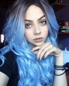 Cabelo loiro com reflexos azuis - Frisuren - Pretty Hairstyles, Wig Hairstyles, Latest Hairstyles, Eva Hair, Coloured Hair, Dye My Hair, Mermaid Hair, Rainbow Hair, Hair Colors