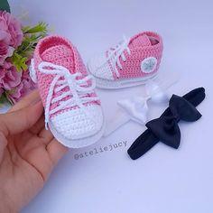 Sabe aquele encomenda linda q você amou fazer ❤️ Obrigada mamãe Paloma por confiar em nosso trabalho 🤗 . . . . 📲Encomendas pelo whatsapp… Crochet Converse, Crochet Baby Booties, Baby Blanket Crochet, Knit Crochet, Diy Crafts Crochet, Flower Girl Headbands, Baby Doll Clothes, Baby Sandals, Baby Knitting