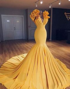 Unique yellow v neck long halter mermaid evening dress, simple long prom dress - Style Evening Dresses Long Prom Gowns, Prom Dresses, Pageant Gowns, Dress Prom, Formal Evening Gowns, Evening Gowns Couture, Yellow Evening Dresses, Afternoon Dresses, Flapper Dresses