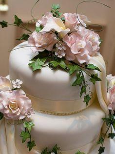 Marzipan Hochzeitstorte mit Rosen