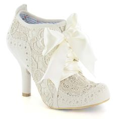 Buy Irregular Choice shoes, boots, handbags and jewellery online. View the biggest and best Irregular Choice collection here. Pretty Shoes, Beautiful Shoes, Cute Shoes, Me Too Shoes, Gorgeous Heels, Mid Heel Shoes, Shoes Heels Boots, Ankle Boots, Oxfords