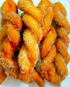 Shakoy (Filipino Twisted Donut): These treats are Filipino donuts that are twisted and then rolled in sugar. Enjoy them as a dessert, snack or for breakfast. Philipinische Desserts, Asian Desserts, Delicious Desserts, Dessert Recipes, Yummy Food, Dessert Food, Pinoy Dessert, Filipino Desserts, Filipino Recipes