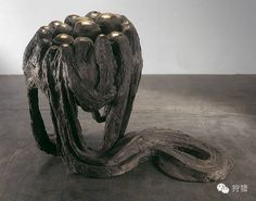 『狩猎  图』软物质(Soft Matter):路易丝·布尔乔亚(Louise Bourgeois,1911-2010),《重访阿温扎II》(Avenza Revisited II),1968-1969年,青铜、硝酸银制青铜表面抛光,130.8 x 104.1 x 191.7 cm