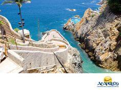 #informacionsobreacapulco El municipio de Acapulco en el estado de Guerrero. NOTICIAS DE ACAPULCO. Acapulco de Juárez, es un municipio del estado de Guerrero que colinda con Coyuca de Benítez al oeste, San Marcos al Este y con Chilpancingo de los  Bravos  y Juan R. Escudero, al norte. En él, se encuentra la ciudad más grande del Estado que también, es la más importante económicamente. Te invitamos a conocer más sobre el puerto de Acapulco, durante tu próxima visita…