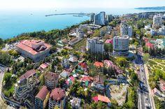 Haziran - Kasım ayları arasında Soçi otellerindeki neredeyse tüm odalar rezerve edildi. Şehir yetkilileri, tesislerde 2016 yılına kadar turistlerin katılımını sağlamak için bir hedef belirledi. Geçtiğimiz yaz, Soçi'yi 4,5 milyon konuk ziyaret etti.
