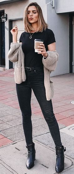150 Fall Outfits to Copy Right Now Winter Outfits Fall Fashion 2019 Winter Fashion Mode Outfits, Jean Outfits, Casual Outfits, Fashion Outfits, 30 Outfits, Fashion Boots, Fashion Clothes, Fall Winter Outfits, Autumn Winter Fashion