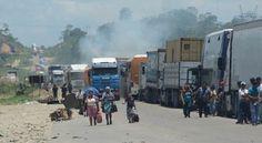 El desbloqueo de la carretera Cochabamba-Santa Cruz y  los enfrentamientos entre policías y pobladores de Ivirgarzama dejaron varios heridos, restableciendo por la fuerza el tráfico vehicular.    Ingresa al siguiente enlace para informarte con mayores detalles sobre esta noticia: http://elsistema.info/index.php?c=Bolivia=Reportan-25-heridos-por-balines-y-golpes-en-represion-policial-en-Ivirgarzama=1=3_articulo=13749