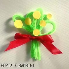 Paper Flowers For Kids, Diy And Crafts, Crafts For Kids, Ladies Day, Alice, Activities, Christmas Ornaments, Wall Art, Holiday Decor