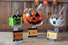 Try these spooky and fun DIY Halloween party ideas for your next bash. These best Halloween party decoration ideas will definitely stun your guests—candy corn bunting and morgue door décor, anyone? Spooky Halloween, Diy Halloween Party, Comida De Halloween Ideas, Bonbon Halloween, Halloween Birthday, Holidays Halloween, Halloween Treats, Happy Halloween, Halloween Decorations