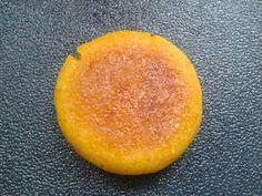 美味南瓜饼  糯米粉110g,南瓜220g,白糖适量  1、把南瓜去皮切成小丁快,上蒸锅蒸熟。  2、南瓜蒸熟后拿出,放进不锈钢小盆中,趁热加糖,用勺子捣成泥状。  3、之后加入糯米粉,开始和面。  4、活好面后揉成圆子,压扁,放入电饼铛内,加入少许油,煎至两面黄澄澄的,即可盛出。