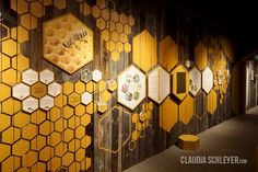 claudia schleyer interaktive exponate interactive exhibits hands on bees exhibition Web Banner Design, Wall Design, Exhibition Room, Exhibition Display, Interaction Design, Honey Store, Stand Feria, Bee Art, Design Museum