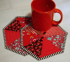 Mug rugs in red and black - could easily be done in halloween fabrics to look like spiderweb mug rugs! Great scrap project