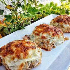 Sultanlara layık SULTAN KEBABI.. Tarif hem çok basit hem çay sofrasına hem de akşam yemeğine yakışır bir lezzet..Ramazanda mutlaka misafirlerinize yapmanızı tavsiye ederim. TARİF(6 kişilik) 1 Buçuk yufka 3 patlıcan 2 orta boy patates Yarım kilo kuş başı doğranmış tavuk göğsü 1 adet soğan Pul biber @buyukbaharatci Karabiber @buyukbaharatci Tuz Üzeri için başamel sos 2 bardak süt 2 yemek kaşığı un 2 yemek kaşığı tereyağ ve tuz 1 bardak kaşar rendesi HAZIRLANIŞI Öncelikle patates ve patlıcanı…