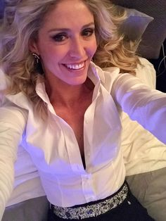 The gorgeous Marina Graziani let herself be seduced by the iconic Eles Italia belts Business Look, Collar Blouse, White Shirts, Yandex, Shirt Blouses, Belts, Ruffle Blouse, Women's Fashion, Big