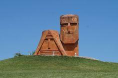 Кавказская Швейцария – такое название получила непризнанная ни одной страной мира Нагорно-Карабахская Республика (НКР). Расположенные в Закавказье горы Арцаха (так армяне называют НКР) почти на 40% покрыты лесными массивами. Политическая и экономическая изолированность в придачу с нерешенным земельным вопросом крайне неблагоприятно сказывается на экономическом состоянии государства. В такой геополитической ситуации правительство страны активно принялось за