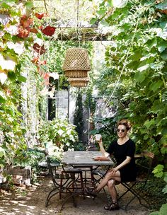 The Design Files: How this neglected St Kilda terrace was transformed Small Courtyard Gardens, Small Courtyards, Terrace Garden, Back Gardens, Small Gardens, Outdoor Gardens, Courtyard Ideas, Grand Terrace, Ivy Wall