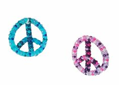 An easy peace ornament bead craft that can be done for Earth Day, a theme party, or just for those who are a fan of the peace sign symbol and bead craft projects! Peace Sign Symbol, Peace Signs, Peace Symbols, Craft Activities For Kids, Crafts For Kids, Peace Crafts, 60s Theme, Hippie Crafts, Earth Craft