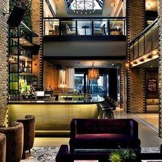 Chicago's Gold - Hotel Thompson Chicago une design contemporâneo e inovação.  O hotel conta com um atendimento inigualável, quartos amplos,… Thompson, Home Fashion, Chicago, Mansions, House Styles, Home Decor, Contemporary Design, Bedrooms, Mansion Houses