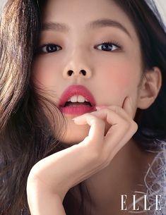 Sulli đối đầu Black Pink: Cùng khoe da trắng và môi mọng đỏ sexy trên tạp chí, ai đẹp và sang hơn? - Ảnh 5.
