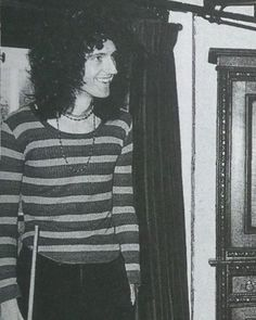 he so cute Queen Brian May, I Am A Queen, Old Fashioned Words, Brian's Song, Princes Of The Universe, Roger Taylor, Best Guitarist, Queen Freddie Mercury, John Deacon