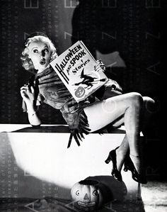 Vintage HairStyle : Betty Grable: Vintage Halloween Pin-Up - Vintage. Halloween Pin Up, Retro Halloween, Halloween Fotos, Vintage Halloween Photos, Happy Halloween, Halloween Costumes, Haunted Halloween, Halloween Horror, Halloween Halloween