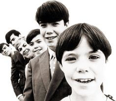 'Little' Susan Cowsill turns 54 today - she was born 5-20 in 1960. Today, Susan is still singing and writing music of her own and preforming with 2 of her brothers, Paul and Bob as The Cowsills. Oh and that's Susan front and center in this photo - looks like maybe 1967.