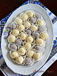 Bomboane Raffaello cu lapte praf Romanian Desserts, Romanian Food, Cookie Recipes, Dessert Recipes, Delicious Desserts, Yummy Food, Pastry Cake, Dessert Drinks, Special Recipes
