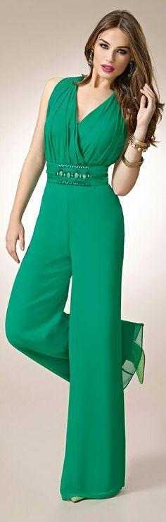 ZEILA COCKTAIL #9422 Mono en chiffón, con especial espalda en organza bordada y fajín en chiffón trenzado, con pedrería ~ Mono en verde elegante con la correa del marco con la hebilla moldeada