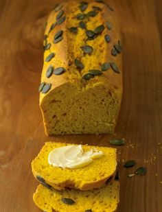 Kürbisbrot We can not get enough of pumpkin in autumn: today we bake it in a delicious, hearty bread! Fall Soup Recipes, Pumpkin Recipes, Baked Pumpkin, Pumpkin Bread, Delicious Cake Recipes, Yummy Food, Sour Foods, Gateaux Cake, Savoury Baking