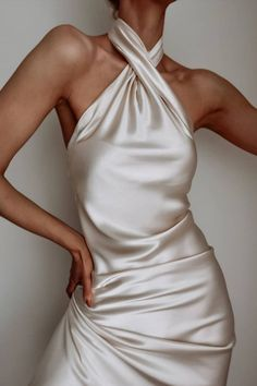 You Are Always Chic with a Satin Dress – Fashion Trends and Street Style - People & Styles Source by peoplestyles dresses red Satin Dresses, Bridal Dresses, Prom Dresses, Gowns, Formal Dresses, Backless Dresses, Silk Formal Dress, White Satin Dress, Halter Dresses