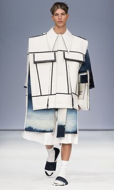 ximon-lee-is-the-first-menswear-designer-to-win-the-hm-design-award-body-image-1422469037.jpg 1,417×2,362 pixels