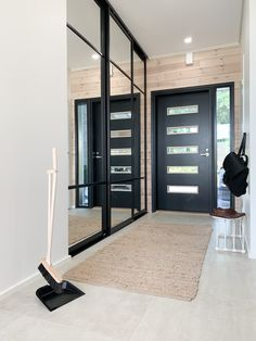 #entryway #entrywaydecor #eteinen #modernhome #skandinavischwohnen Modern Entryway, Entryway Decor, Scandinavian Style, Small Hallways, Log Homes, Entrance, House, Furniture, Instagram