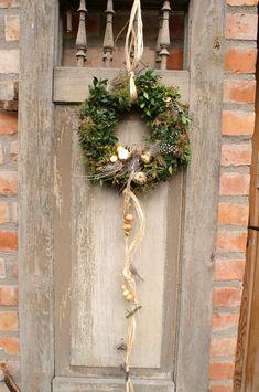 "Easter decoration - door wreath ""Easter delight"" - a designer piece by kleineGartenwerksta ., Easter decoration - door wreath ""Osterfreude"" - a unique product by kleineGartenwerkstatt on DaWanda. Diy Spring Wreath, Diy Wreath, Door Wreaths, Grapevine Wreath, Diy Garland, Garland Wedding, Small Christmas Trees, Christmas Decorations, Garden Workshops"