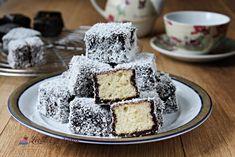 Tăvălită cu cocos sau prăjitură Lamington - Lecturi si Arome Krispie Treats, Rice Krispies, Deserts, Food, Essen, Postres, Meals, Rice Krispie Treats, Dessert