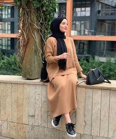 Discover recipes, home ideas, style inspiration and other ideas to try. Modern Hijab Fashion, Modesty Fashion, Muslim Fashion, Fashion Outfits, Modest Outfits Muslim, Modest Wear, Hijab Style, Hijab Chic, Stylish Hijab