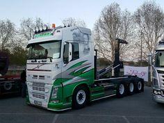 TRUCK - VOLVO Show Trucks, Big Rig Trucks, Lifted Trucks, Train Truck, Road Train, Hot Black Women, Diesel, Old Wagons, Truck Paint