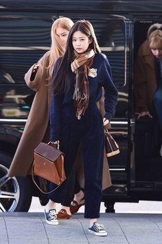 Blackpink Fashion, Kpop Fashion Outfits, Korean Outfits, Mode Outfits, Winter Fashion, Casual Outfits, Korean Airport Fashion, Korean Fashion, Moda Kpop