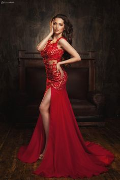 girl in red long dress Photography Poses Women, Fashion Photography, Shooting Pose, Dress Dior, Gala Dresses, Formal Dresses, Poses Modelo, Estilo Glamour, Party Mode