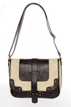 #lulusholiday A good bag can be a great way to tie together that vintage holiday look