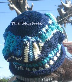 en azul freeform crochet gorro