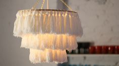 An easy take on the latest boho decorating trend diy chandelier decor diy easy DIY Tassel Chandelier Décor Boho, Boho Diy, Diy Tassel, Tassels, Decor Crafts, Diy And Crafts, Yarn Crafts, Fabric Crafts, Diy Luminaire